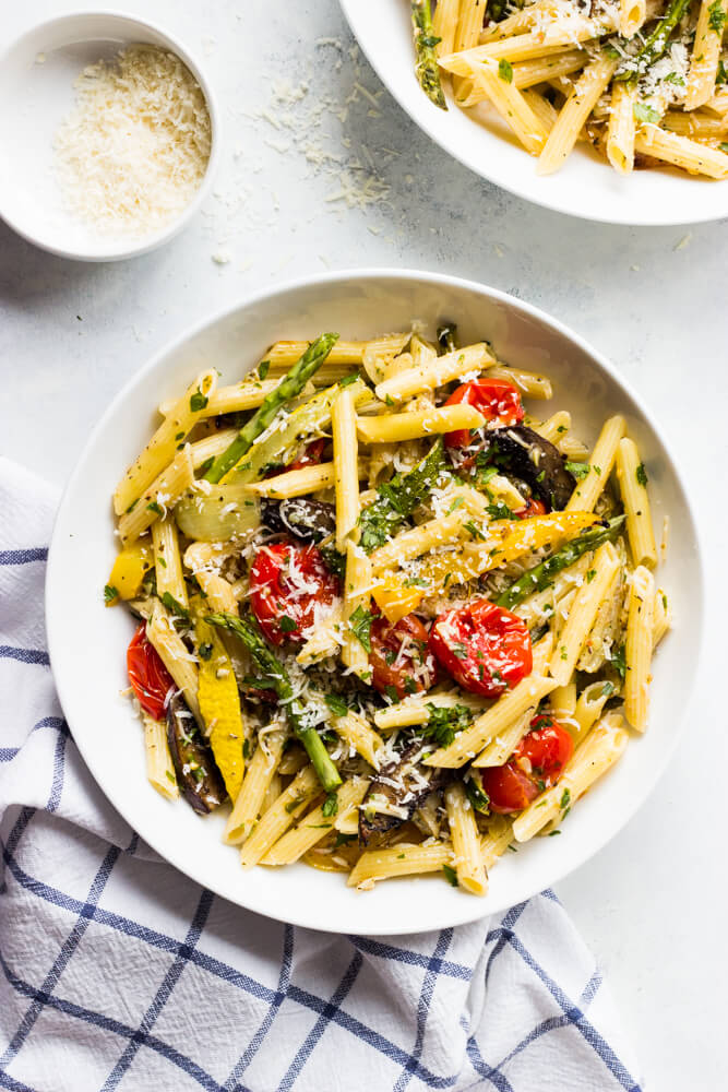 Pasta Primavera with Roasted Vegetables - roasted vegetables tossed with hot pasta and tomato herb sauce for an easy weeknight meatless meal | littlebroken.com @littlebroken