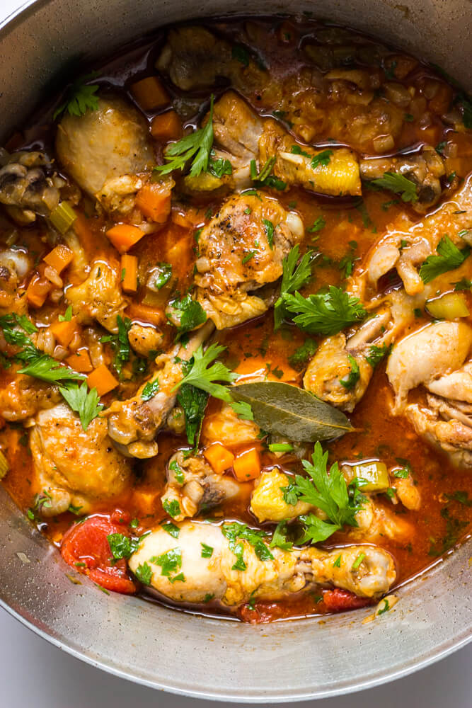 Chicken Cacciatore - one pot chicken meal that the whole family will love! | littlebroken.com
