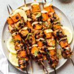 Overhead spicy honey chicken kebabs