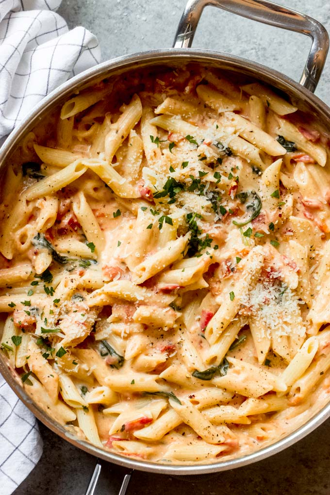 https://www.littlebroken.com/wp-content/uploads/2020/07/Pasta-with-Tomato-Cream-Sauce-4.jpg